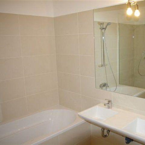 Sanierte-DG-Wohnung-Badezimmer_987.jpg